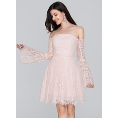A-Line/Princess Off-the-Shoulder Short/Mini Lace Homecoming Dress