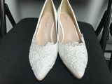Women's Leatherette Low Heel Closed Toe Pumps With Stitching Lace (047151542)