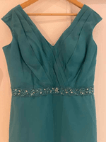 Sheath/Column V-neck Knee-Length Chiffon Mother of the Bride Dress With Ruffle Beading Sequins (267260234)