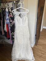 Trumpet/Mermaid V-neck Sweep Train Lace Wedding Dress (002134401)