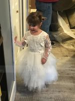 Ball-Gown/Princess Knee-length Flower Girl Dress - Tulle/Lace Long Sleeves Scoop Neck (010192414)