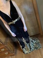 Trumpet/Mermaid V-neck Sweep Train Velvet Evening Dress With Sequins (017147972)