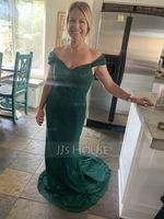Trumpet/Mermaid V-neck Sweep Train Lace Bridesmaid Dress (266195797)