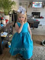 Ball-Gown/Princess Knee-length Flower Girl Dress - Satin Sleeveless Scoop Neck With Bow(s) (010206306)