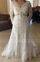 Trumpet/Mermaid V-neck Court Train Tulle Lace Wedding Dress (265209804)