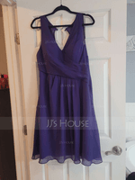 A-Line/Princess V-neck Knee-Length Chiffon Bridesmaid Dress With Ruffle (007074191)