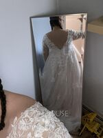 Ball-Gown/Princess V-neck Sweep Train Tulle Lace Wedding Dress (002250157)