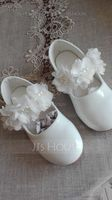 Girl's Closed Toe Patent Leather Flat Heel Flats Flower Girl Shoes With Imitation Pearl Velcro Flower (207150978)