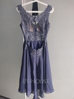 A-Line V-neck Knee-Length Chiffon Homecoming Dress With Beading (300244247)