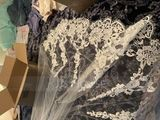 One-tier Fingertip Bridal Veils With Lace Applique Edge (006066862)