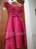 A-Line Off-the-Shoulder Knee-Length Satin Homecoming Dress With Lace Sequins (022164862)