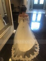 Trumpet/Mermaid Off-the-Shoulder Court Train Lace Wedding Dress (002186388)
