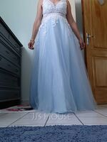 A-Line V-neck Floor-Length Tulle Prom Dresses With Lace (018220256)