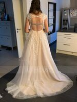 Ball-Gown/Princess V-neck Court Train Tulle Lace Wedding Dress With Flower(s) (002234912)