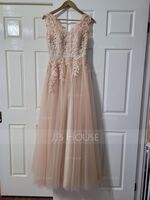 A-Line/Princess V-neck Floor-Length Tulle Prom Dresses With Beading (018146388)