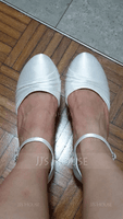 Women's Silk Like Satin Chunky Heel Closed Toe Pumps (047096511)