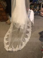 One-tier Lace Applique Edge Cathedral Bridal Veils With Lace (006233688)