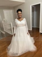 Ball-Gown V-neck Court Train Tulle Lace Wedding Dress (002134550)