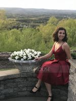 A-Line V-neck Knee-Length Satin Homecoming Dress (022127941)