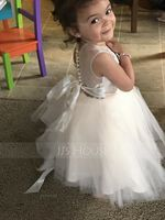 A-Line Knee-length Flower Girl Dress - Tulle/Lace Sleeveless Scoop Neck With Appliques/Bow(s)/Rhinestone (010104939)
