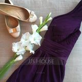 A-Line/Princess V-neck Knee-Length Chiffon Bridesmaid Dress With Ruffle (007067269)