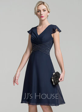 A-Line/Princess V-neck Knee-Length Chiffon Mother of the Bride Dress With Ruffle Beading Sequins (008091940)