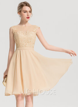 A-Line Scoop Neck Knee-Length Chiffon Cocktail Dress With Appliques Lace (016154214)