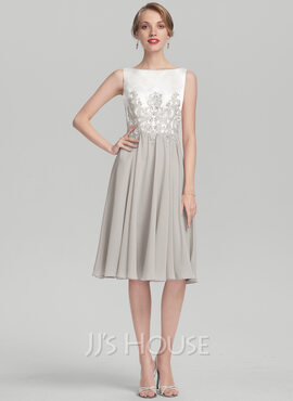 A-Line Scoop Neck Knee-Length Chiffon Satin Cocktail Dress With Beading Appliques Lace (016174160)
