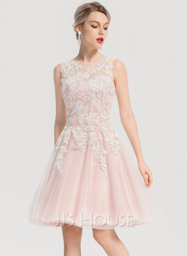 A-Line Scoop Neck Knee-Length Tulle Homecoming Dress With Appliques Lace (022170678)