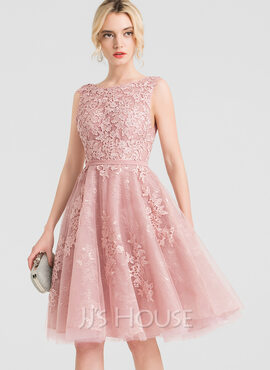 A-Line/Princess Scoop Neck Knee-Length Tulle Cocktail Dress With Beading (016150449)