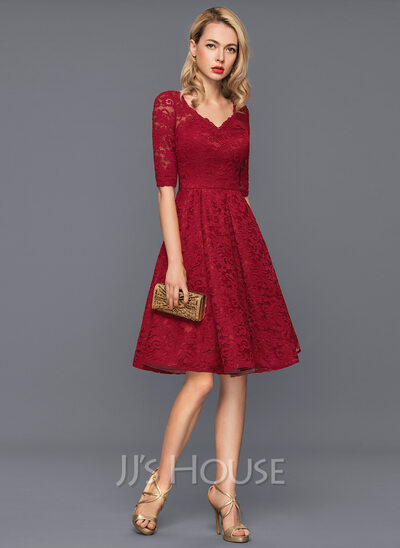 A-Line/Princess V-neck Knee-Length Lace Cocktail Dress