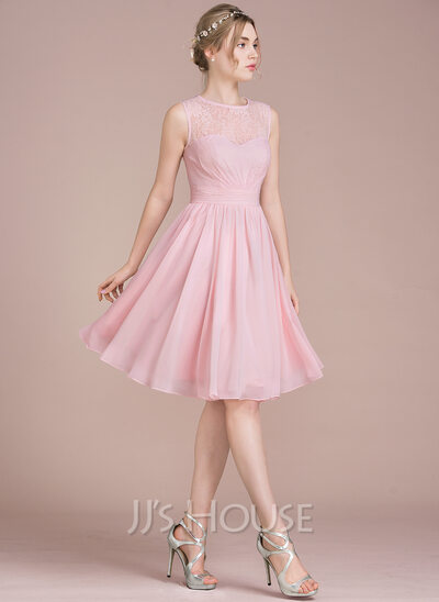 A-Line Scoop Neck Knee-Length Chiffon Lace Homecoming Dress With Ruffle