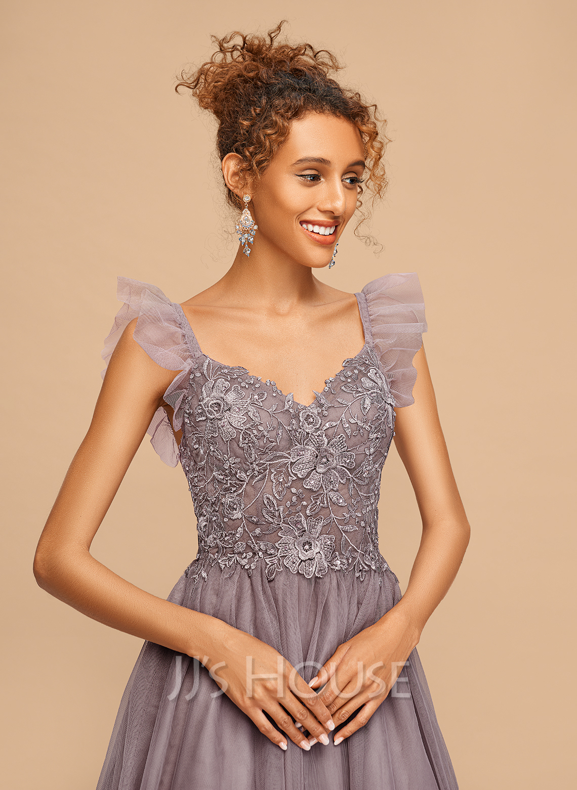 A-Line V-neck Knee-Length Tulle Homecoming Dress With Lace Cascading Ruffles
