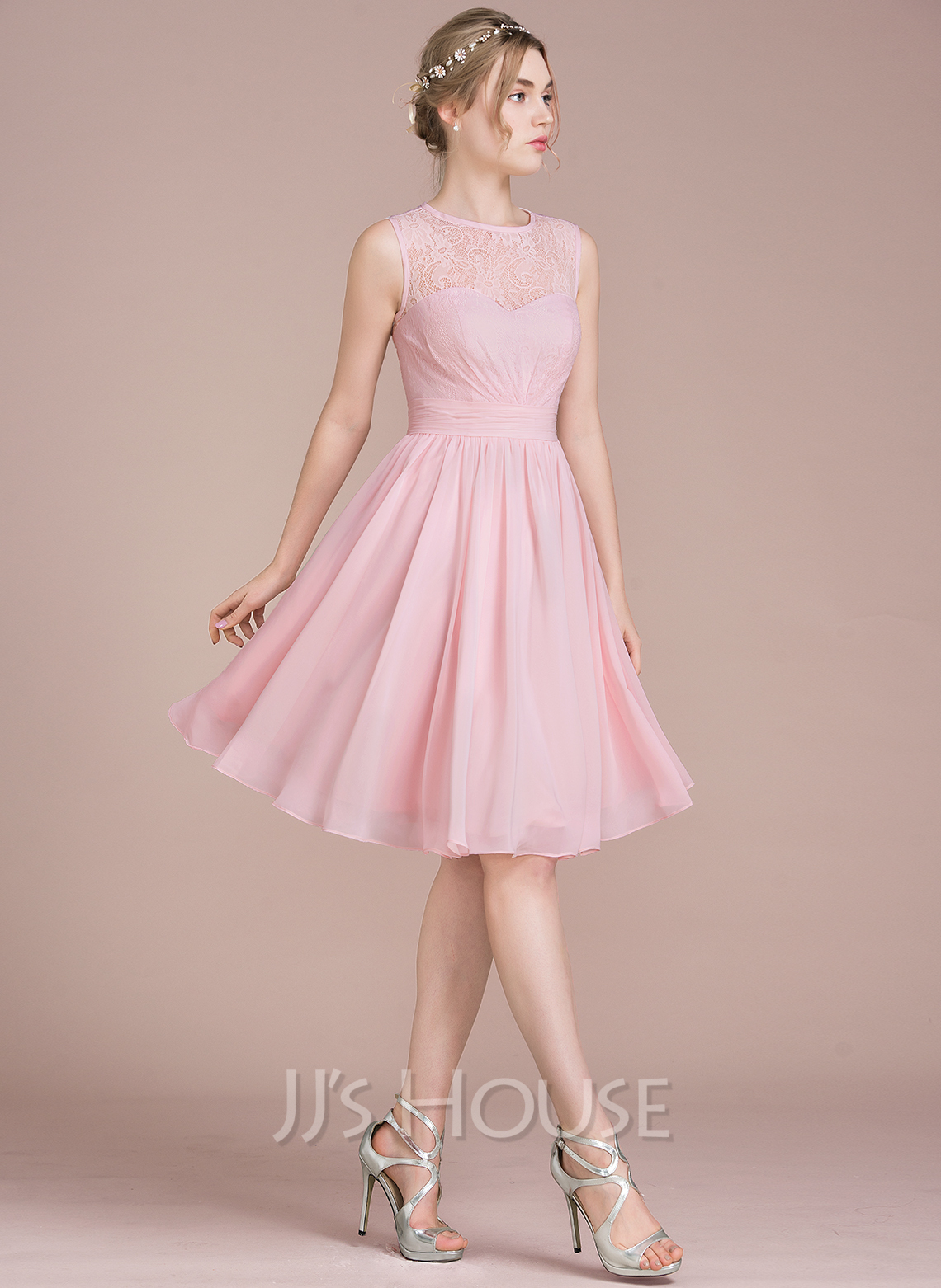 A Line Princess Scoop Neck Knee Length Chiffon Lace