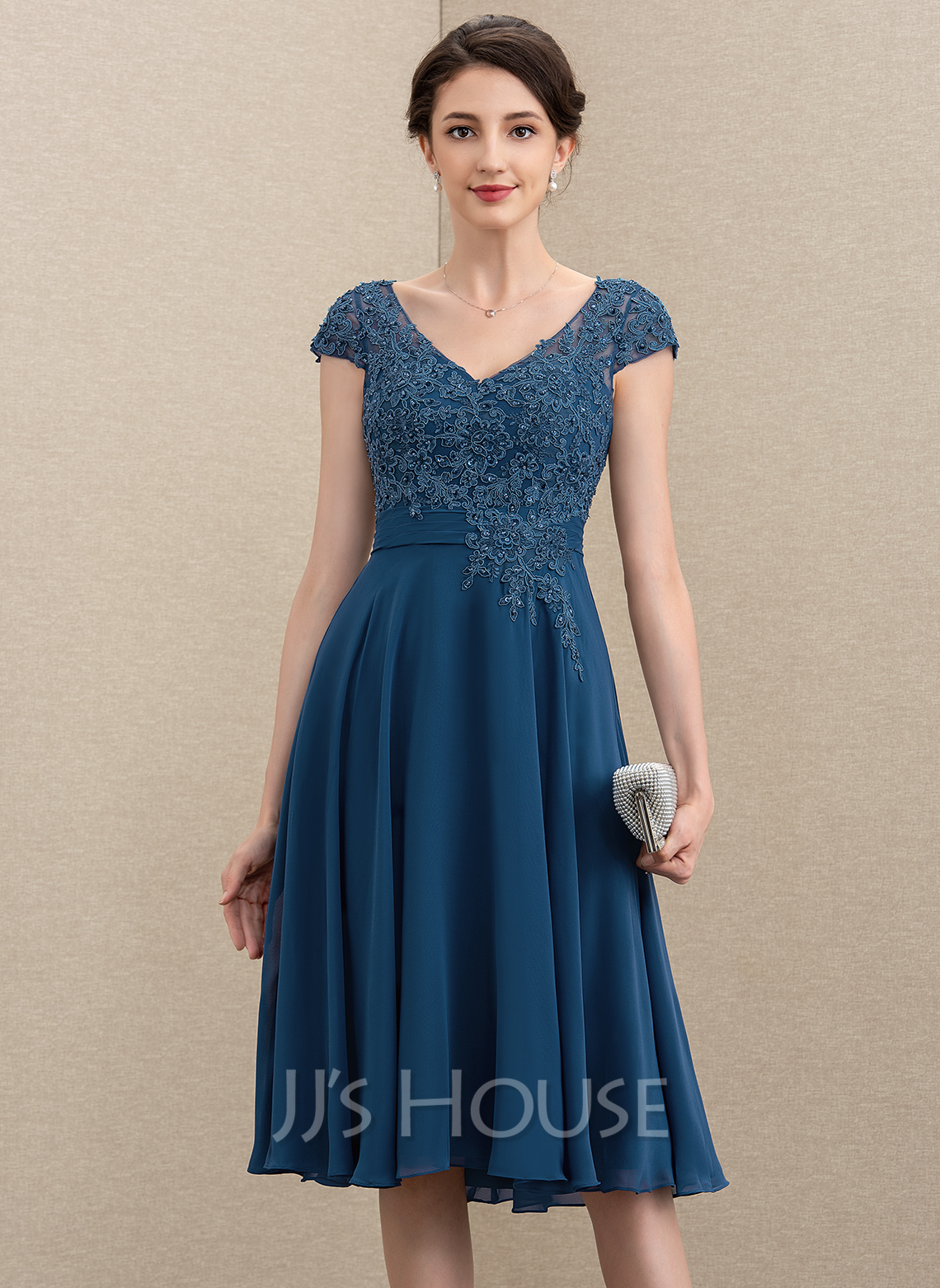 V-neck Knee-Length Chiffon Lace Mother of the Bride Dress With Beading Sequins