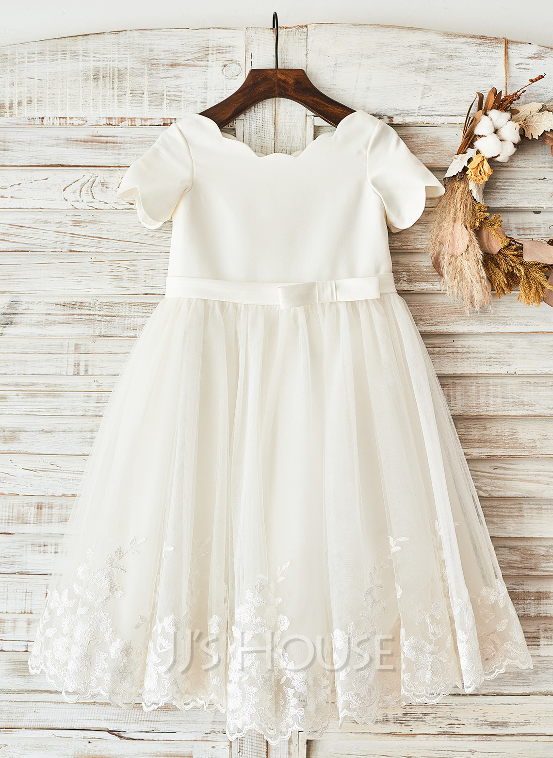 Knee-length Flower Girl Dress - Satin Short Sleeves Scoop Neck With Bow(s)