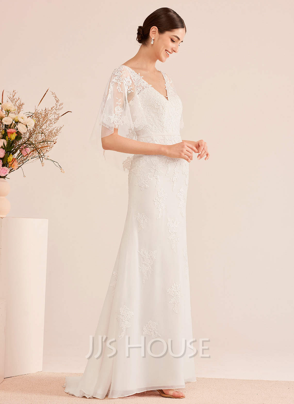 Trumpet/Mermaid V-neck Court Train Wedding Dress With Sash