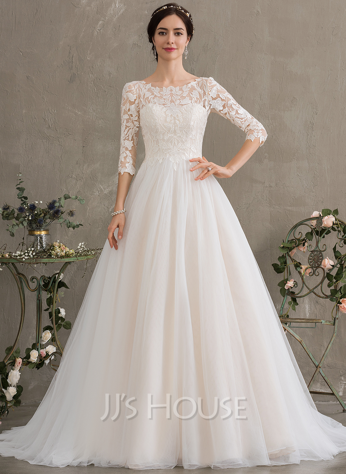 Ball-Gown/Princess Scoop Neck Court Train Tulle Wedding Dress With Sequins