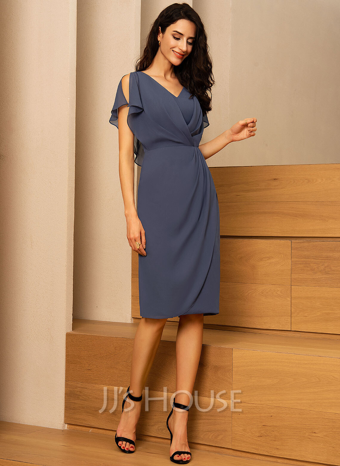 Sheath/Column V-neck Knee-Length Chiffon Cocktail Dress With Ruffle