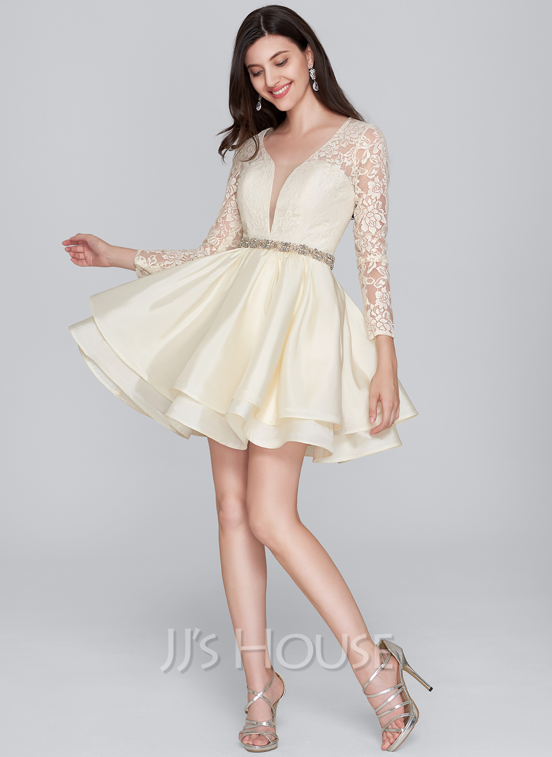 A-Line/Princess V-neck Short/Mini Taffeta Cocktail Dress With Beading