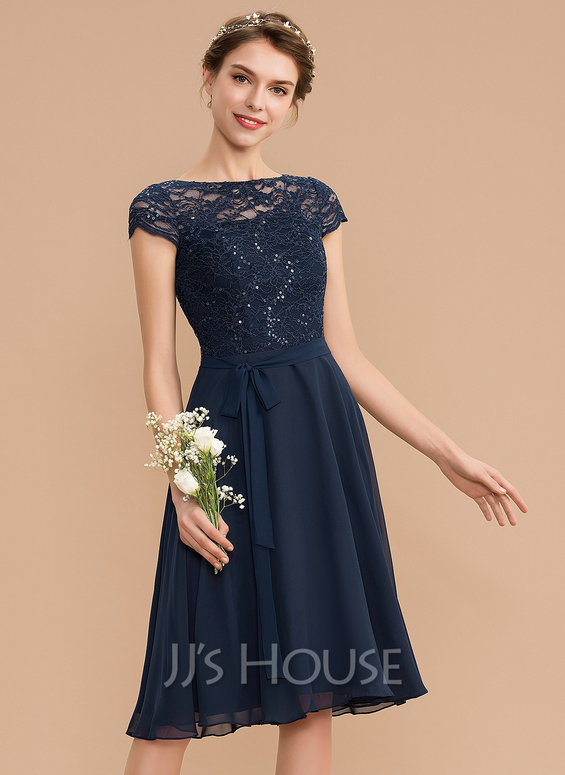 Scoop Neck Knee-Length Chiffon Lace Bridesmaid Dress