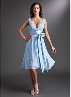 A-Line/Princess V-neck Knee-Length Chiffon Bridesmaid Dress With Ruffle Sash Bow(s)