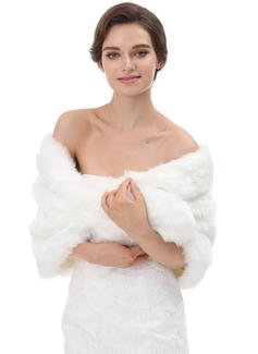 فراء صناعي زفاف شالات