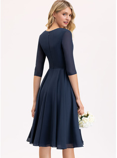 A-Line V-neck Knee-Length Chiffon Bridesmaid Dress With Pockets