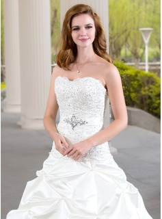 Ball-Gown Sweetheart Chapel Train Satin Wedding Dress With Ruffle Lace Beading