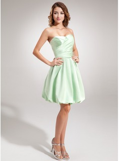 A-Line/Princess Sweetheart Knee-Length Satin Homecoming Dress With Ruffle