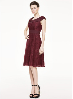 Knee-Length Chiffon Lace Mother of the Bride Dress With Ruffle Beading Flower(s) Sequins