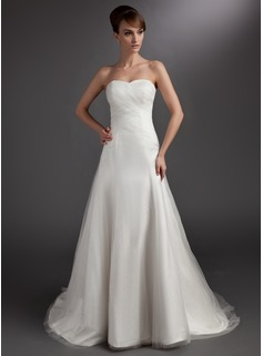 A-Line/Princess Sweetheart Chapel Train Tulle Wedding Dress With Ruffle