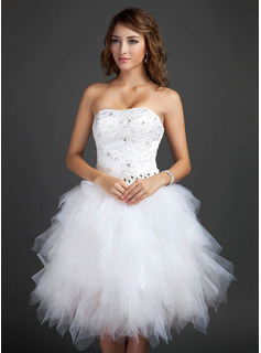 A-Line/Princess Sweetheart Knee-Length Tulle Homecoming Dress With Beading Appliques Lace Sequins Cascading Ruffles