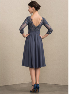 A-Line Scoop Neck Knee-Length Chiffon Lace Cocktail Dress With Beading Sequins